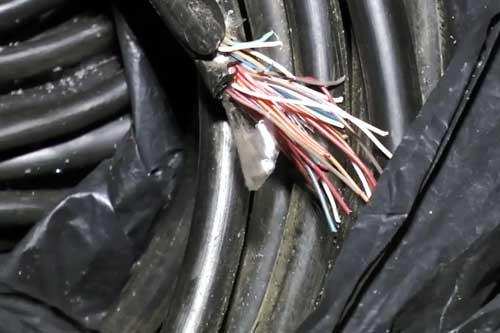 У Гребінці поліція завадила чоловікові викрасти кабель