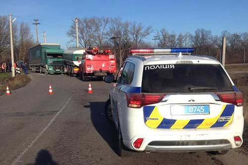 Дві фури зіткнулись на залізничному переїзді в Полтавській області