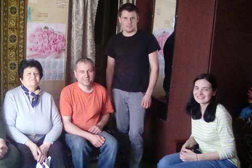 Самотнім гребінківцям похилого віку допомагають волонтери церкви «Жива надія»