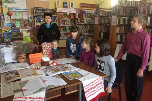 Писанкове диво у читальному залі абонементу для дітей Гребінківської міської публічної бібліотеки