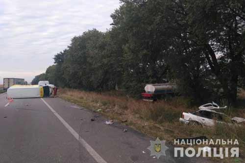 На Полтавщині у результаті потрійної ДТП на автодорозі Київ – Харків загинув чоловік