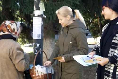 Проведено вуличне інформування жителів Гребінки, в рамках проекту «Я маю право!»