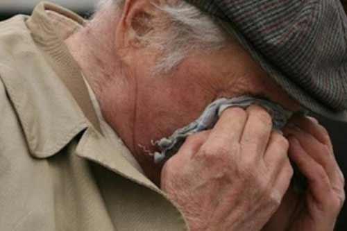 Двом полтавцям загрожує до 12 років позбавлення волі, які зробили ремонт у будинку пенсіонера. а потім пограбували його