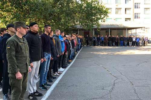 З Полтавського обласного збірного пункту урочисто відправили 220 призовників