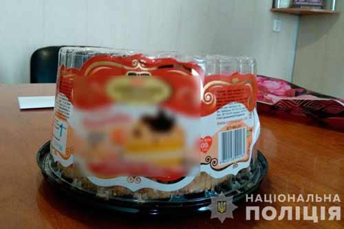 На Полтавщині чоловік сувенірними грошима розрахувався за торт і придбав реальну кримінальну відповідальність