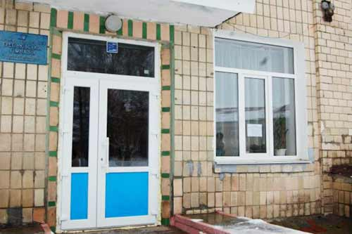 У Гребінці в одній із шкіл замінили вікна та двері на енергоефективні
