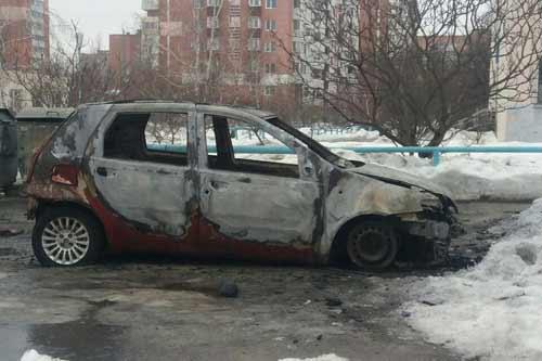 У Полтаві за ніч невідомі спалили шість автомобілів