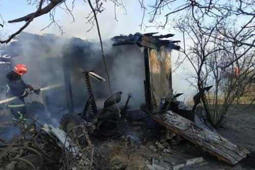 На Гребінківщині вогонь знищив будівлю, але обійшлось без жертв