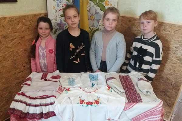 Школярі Гребінківщини доєдналися до всеукраїнської акції «Вишиванка дітям зони АТО»