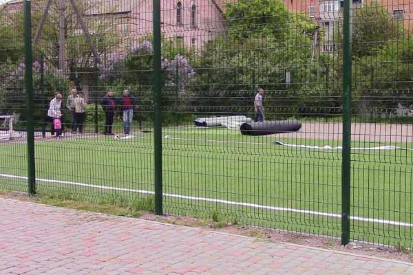 У Гренбінці завершують будувати спортивний майданчик зі штучним покриттям