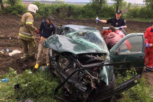 На Полтавщині вантажівка «DAF» врізалася у легковий автомобіль «Volkswagen Golf»