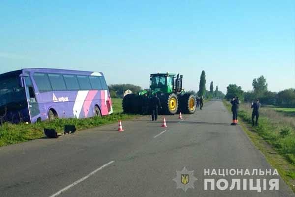 ДТП на Полтавщині: рейсовий автобус з пасажирами «Київ-Запоріжжя» з'їхав у кювет