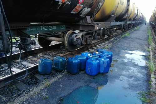 На Полтавщині затримали злочинну групу людей, які крали соляркуі із залізничних цистерн