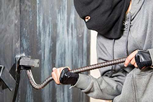 Поліцейські Лубенщини розкрили крадіжку з проникненням до господарства жительки Лубен