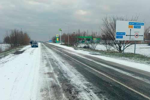 На Полтавщині всю ніч рятували автодороги від ожеледиці