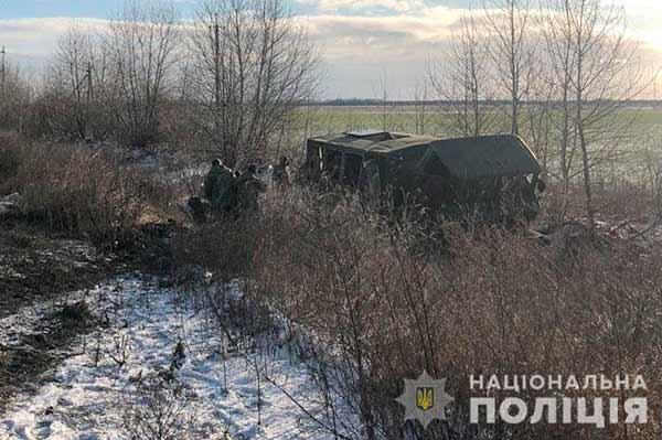 На Полтавщині автомобіль з військовими з'їхав у кювет