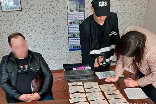 На Полтавщині нетверезий водій за 10 тисяч гривень хотів підкупити посадовця поліції