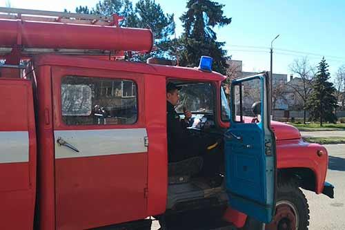 У Гребінці курсуює автомобіль з гучномовцем для інформування населення про карантин