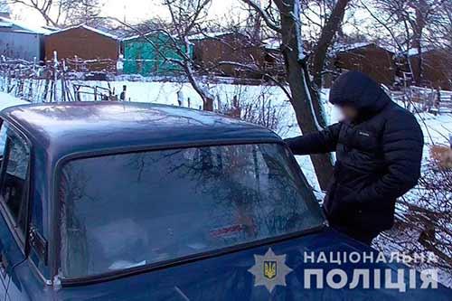 Поліцейські Полтавщини затримали трьох осіб, які підозрюються у вчиненні розбійного нападу на таксиста