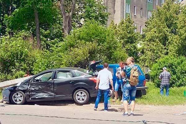 У Лубнах пенсіонер за кермом авто порушив ПДР та збив електроопору