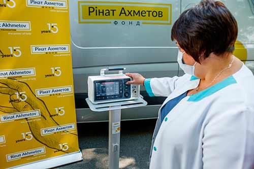 Миргородська ЦРЛ отримала від благодійників апарат штучної вентиляції легень і спецодяг