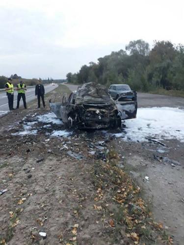 Під Лубнами в результаті ДТП згорів автомобіль