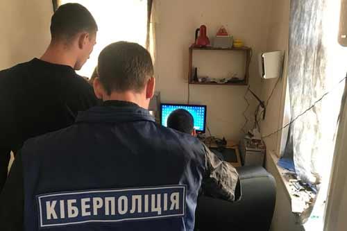 Прокуратура Полтавщини затримала хакера, що вірусну програму
